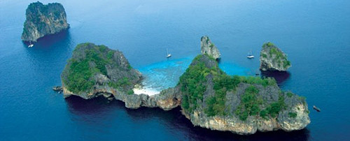 Exclusive and private speed boat charters from Phuket Islands with Searunnerspeedboat.com.